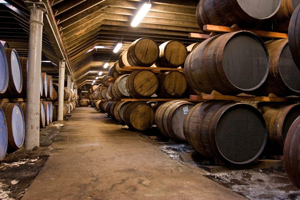 wooden-whisky-barrels